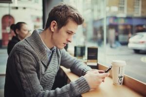 insightful-guy-texting